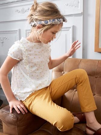6d135735d0c Look girly et tendance pour les petites filles. Le petit détail accessoire  mode pour les petites filles   le foulard à nouer dans les cheveux