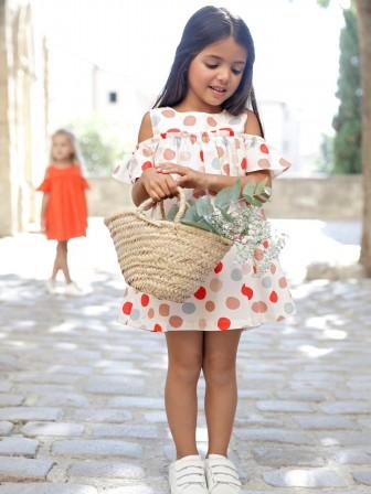 6a0f7bd57a9 Superbe combishort pour petite fille en soldes. Laissez vous séduire par  son petit prix   c est la pièce indispensable pour l été dans le dressing  des ...
