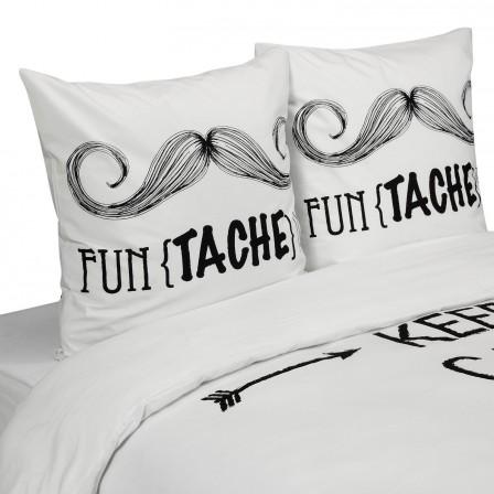 housse_parure_3_pieces_220_x_240_avec_taies_blanche_avec_texte_imprime_noir_et_moustache_housse_tendance_pour_jeune.jpg