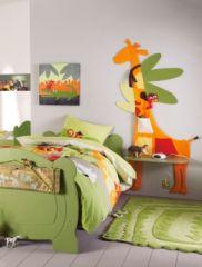 Chambre d 39 enfant table de chevet et d coration murale d corer une chambre d 39 enfant sur le for Rangement mural chambre bebe