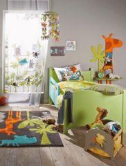 chambre d enfant table de chevet et d 233 coration murale d 233 corer une chambre d enfant sur le