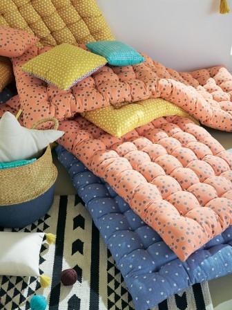 matelas futon coussin de sol capitonn detente et couchage pour chambre enfant ou ado grand. Black Bedroom Furniture Sets. Home Design Ideas