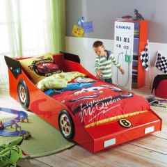 meuble chambre d 39 enfant le lit voiture pour enfant une. Black Bedroom Furniture Sets. Home Design Ideas