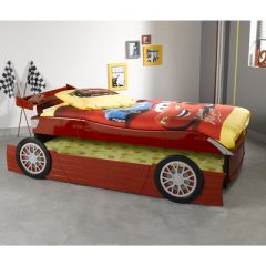 Un lit voiture original pour une chambre de gar on une id e d co sympa pour - Lit en voiture pour garcon ...
