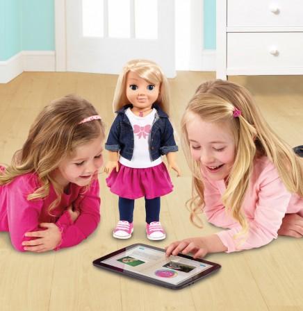 jouet_connecte_tablette_poupee_cayla_poupee_interactive_avec_tablette_et_iphone_poupee_parle_et_repond_aux_questions_jouet_tendance_fille_4_ans__5_ans__6_ans__7_ans__8_ans.jpg