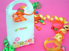 Fabriquer un sachet surprise pour offrir des bonbons ou des chocolats gabarit gratuit pour - Fabriquer sachet bonbon anniversaire ...