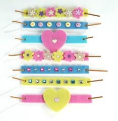 Id e bricolage facile avec les enfants petit bracelet en feutrine pour enfants loisirs - Loisirs creatifs pour enfants ...