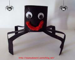 Bricolage pour halloween avec mat riel de r cup ration - Fabriquer araignee pour halloween ...