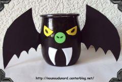 Bricolage d 39 halloween fabriquer un photophore chauve - Deco halloween chauve souris ...