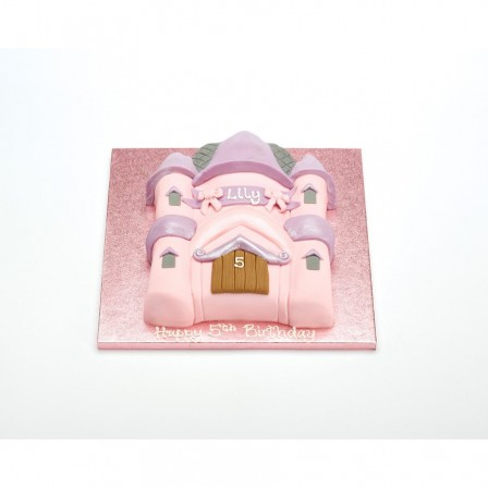 Préparer Un Superbe Gâteau Pour Lanniversaire Dun Enfant Le