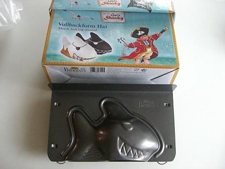 moule_gateau_requin_pirate_moule_pour_faire_gateau_3_D_requin_anniversaire_enfant.jpg
