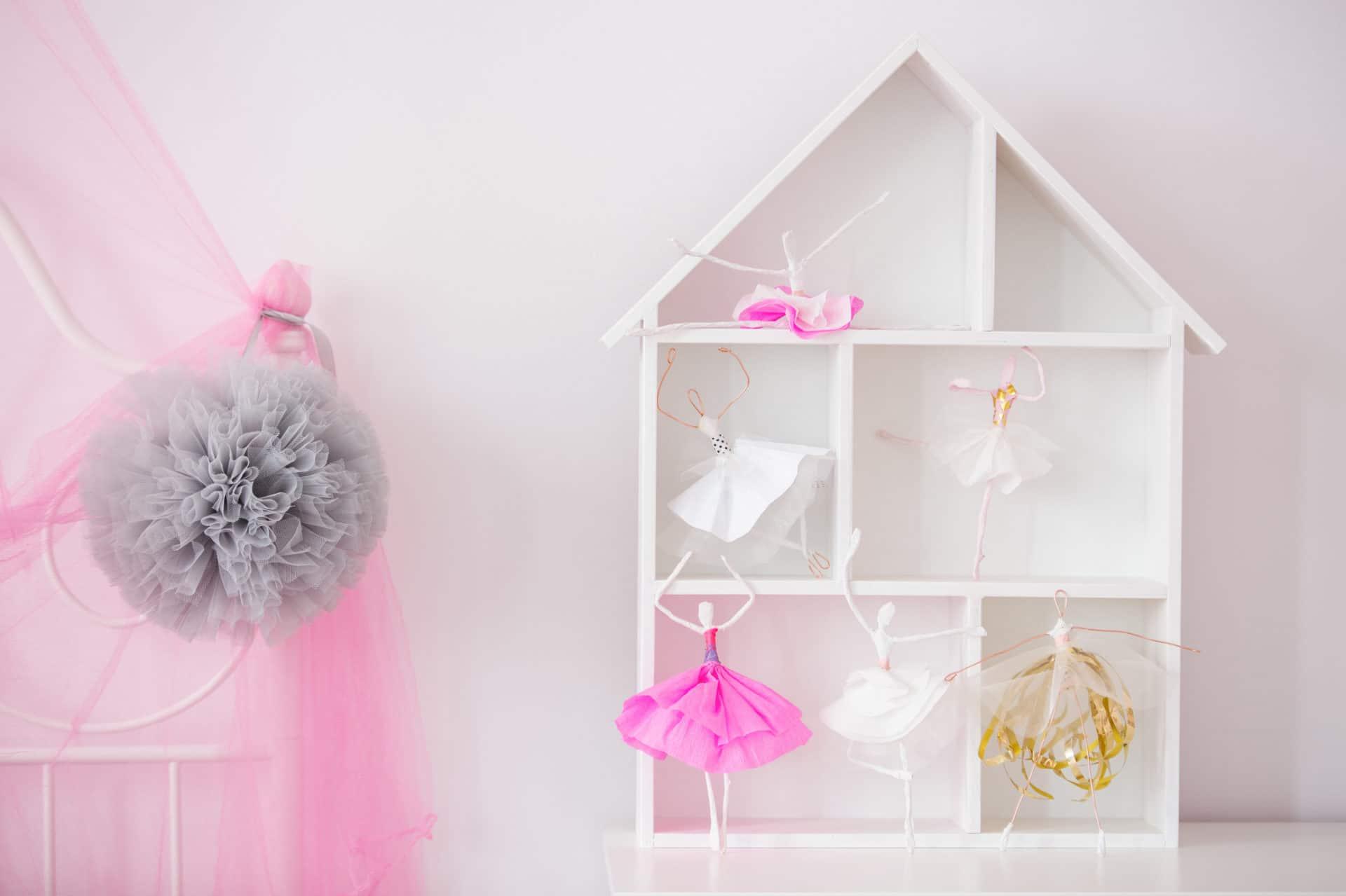 Jeux Rangement De La Maison une maison de poupée et étagère de rangement : un jouet