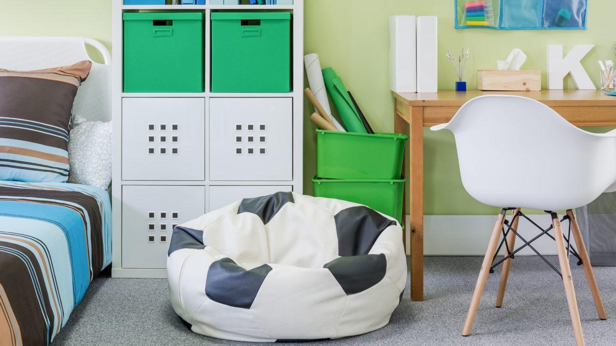 meubles et déco : chambre d'enfant fan de football – lit, commode avec tiroir, armoire, chevet et bureau pour les sportifs