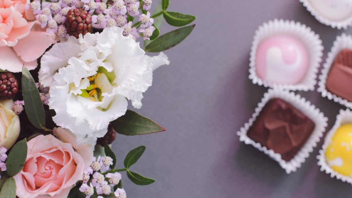 Fête des mères : idée bricolage avec les enfants pour offrir un cadeau aux mamans – cache pot de fleur ou plante et loisirs créatifs fête des mères
