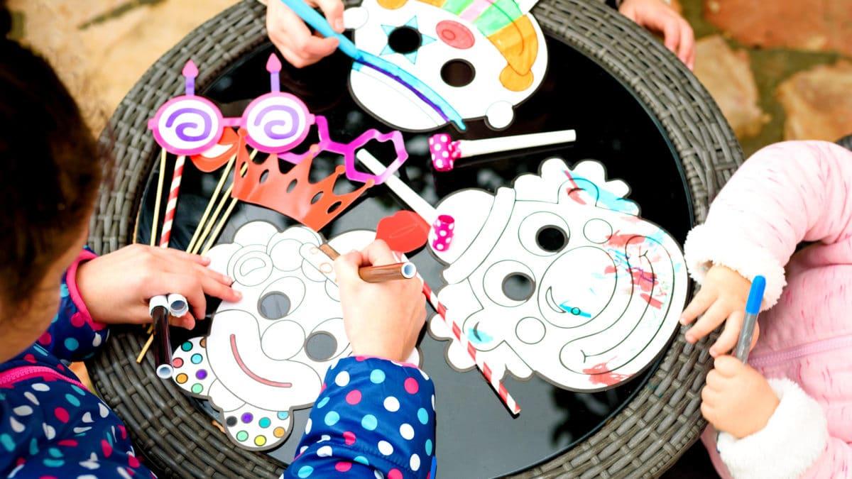 Fabriquer masque pour le carnaval : idées bricolage pour enfants et activités manuelles