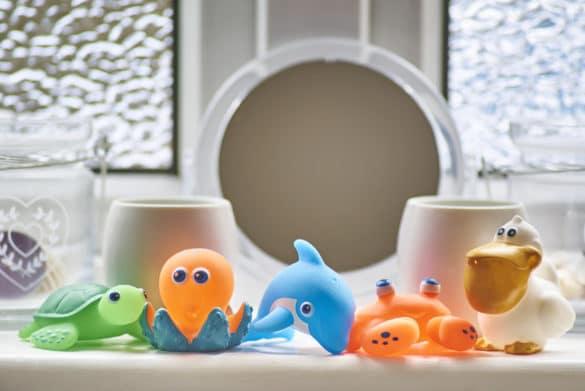 jouets pour s'amuser dans le bain