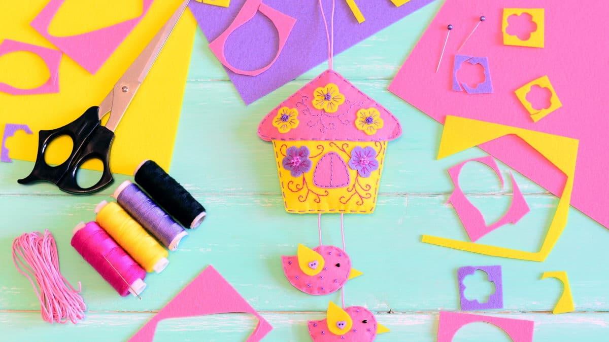 Activités maternelle printemps, idées bricolage de printemps avec les enfants, bricolage oiseau maternelle pour décoration