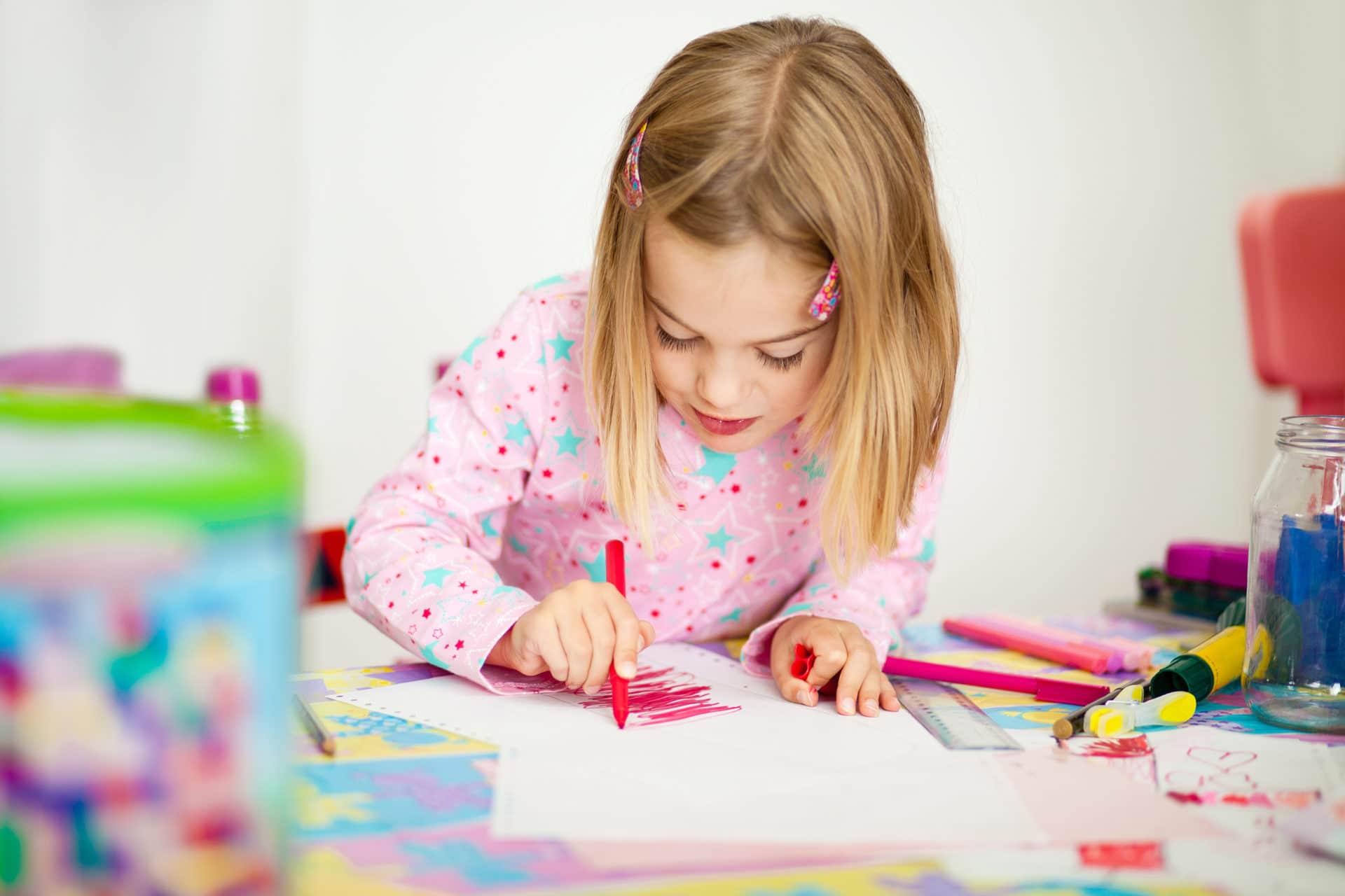 Coloriage Fille Avec Modele.Barbie Coloriage Jeux Et Activites Avec Barbie Cahier
