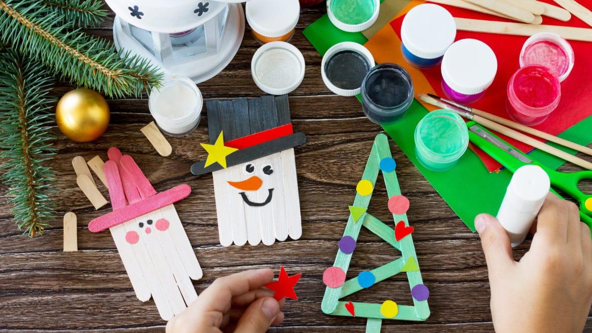 Décorer son sapin de noël avec des objets fabriqués par les enfants : noel idées de bricolage facile