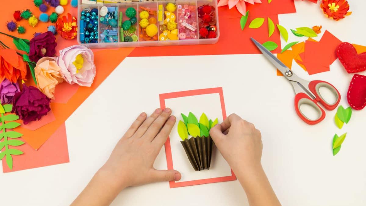 activités pour enfant pour le printemps ; loisirs creatifs, ateliers créatifs, activités manuelles sur le thème de la nature, des oiseaux, des animaux, des fleurs