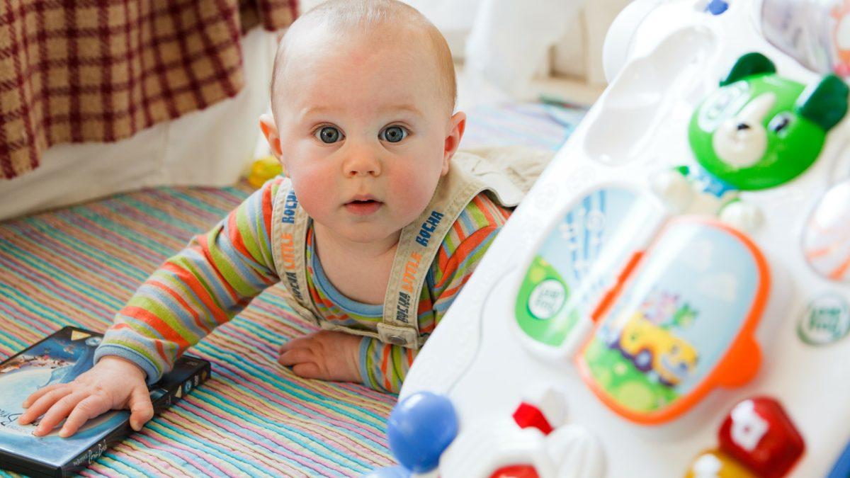 Jouets d'éveil 1er âge, idées cadeaux pas chers enfant 12 mois à 18 mois