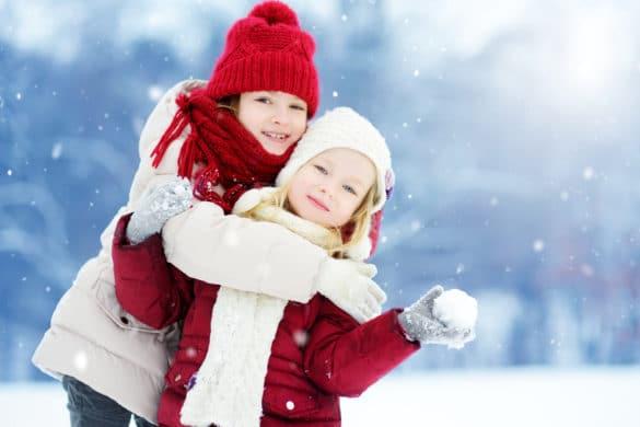 filles portent un manteau d'hiver