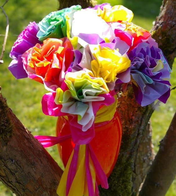 Activités manuelles fêtes des mères : fabriquer un bouquet de fleur, idées bricolage, loisirs créatifs fête des mères