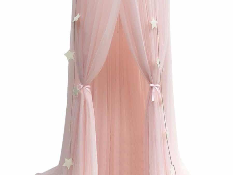 Ciel de lit rose pour décorer une chambre de fille en chambre de princesse