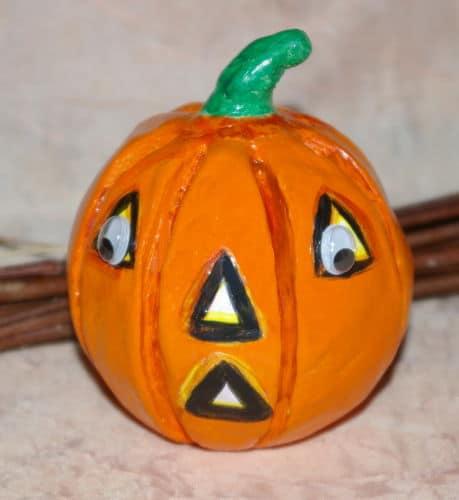 Bricolage enfant facile pour Halloween – Fabriquer des petites citrouilles en pâte à modeler, en pâte à sel