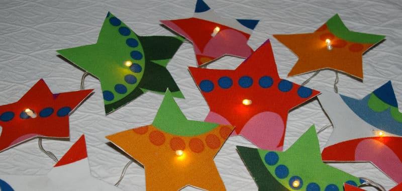 Fabriquer une guirlande lumineuse, bricolage guirlande lumineuse de noel et fêtes, guirlande de noel en tissu