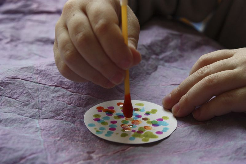 Activités enfant et bricolage pour la fête des Mères : fabriquer un collier pour sa maman – Activités bricolage peinture enfant