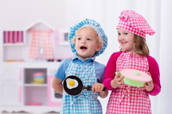 idée cadeau pour apprendre à cuisiner : cuisine en bois pour enfant