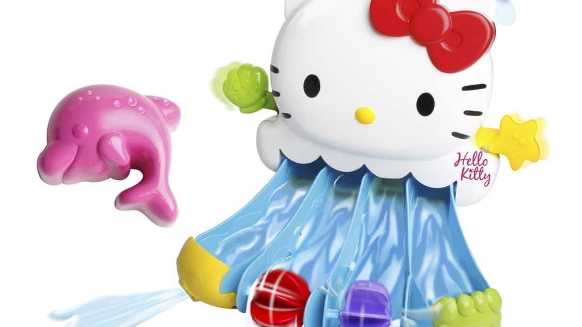 jouer dans le bain avec Hello Kitty : le tobogan pour le bain à accrocher au bord de la baignoire