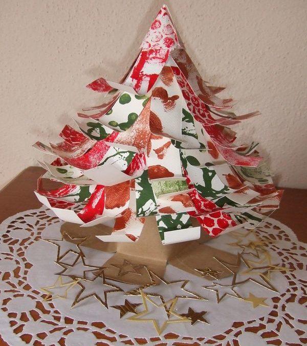Sapin de Noel en papier et en 3 D à bricoler avec les enfants – Fabriquer un sapin : idée de bricolage de Noël avec les enfants