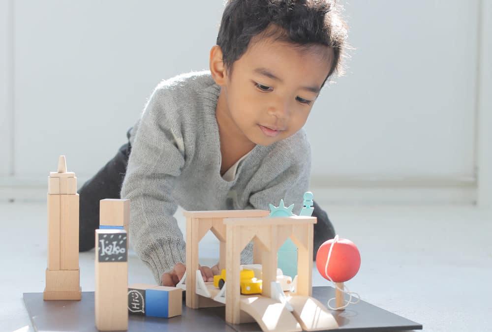 Jouets Montessori et idées cadeaux : jeux et jouets en bois pour laisser libre court à l'imagination, construire, empiler