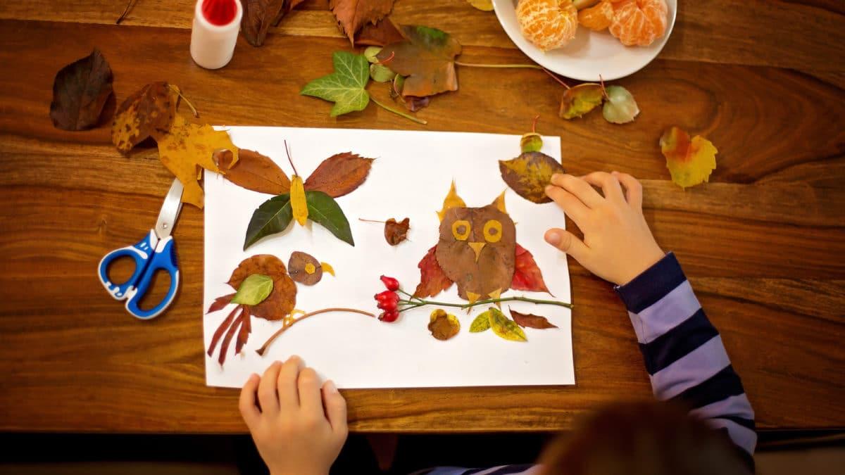 bricolage et activités manuelles, loisirs créatifs faciles sur l'automne pour les petits : coller des feuilles pour composer un tableau