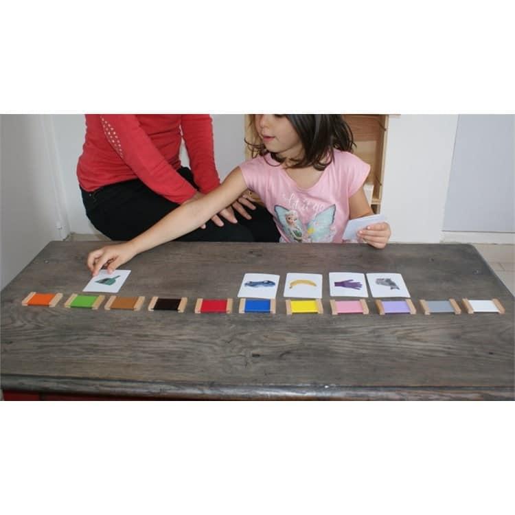 apprendre à discriminer les couleurs grâce aux tablettes en bois