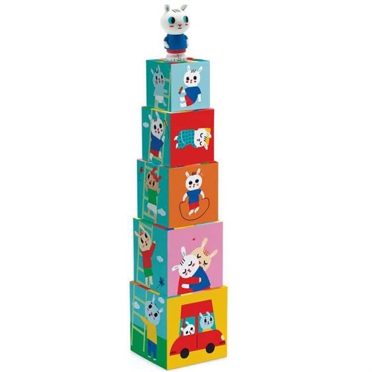 la tour à empiler, un classique de la pédagogie Montessori