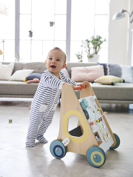 enfant apprend à marcher