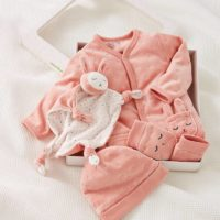 kit naissance bébé pyjama bonnet gants doudou