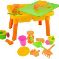 table avec jouet sable enfant