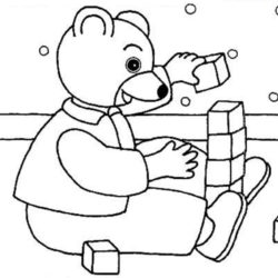 coloriage petit ours brun joue avec des cubes