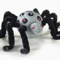 activité pour hallowwen avec une citrouille araignée géante