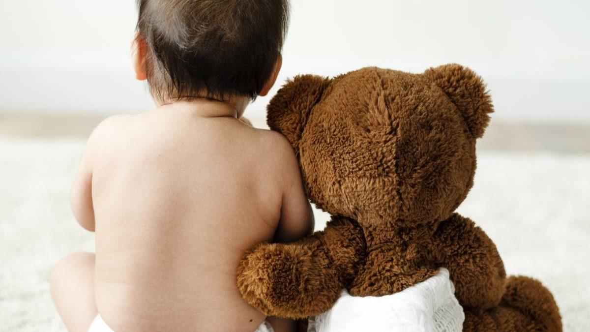Comment amener bébé à être propre la nuit ?