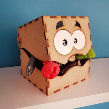 ranger des petits objets et jouets dans une boîte idée cadeau