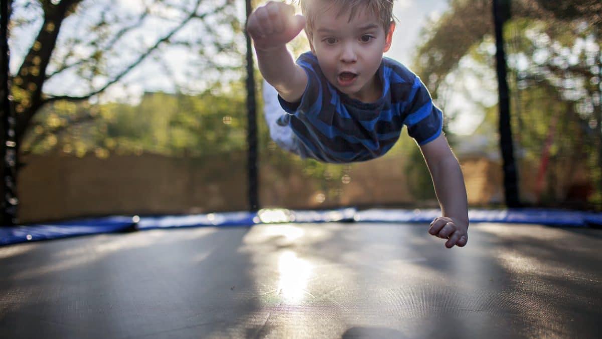 Quelques règles de sécurité à mettre en place avec un trampoline